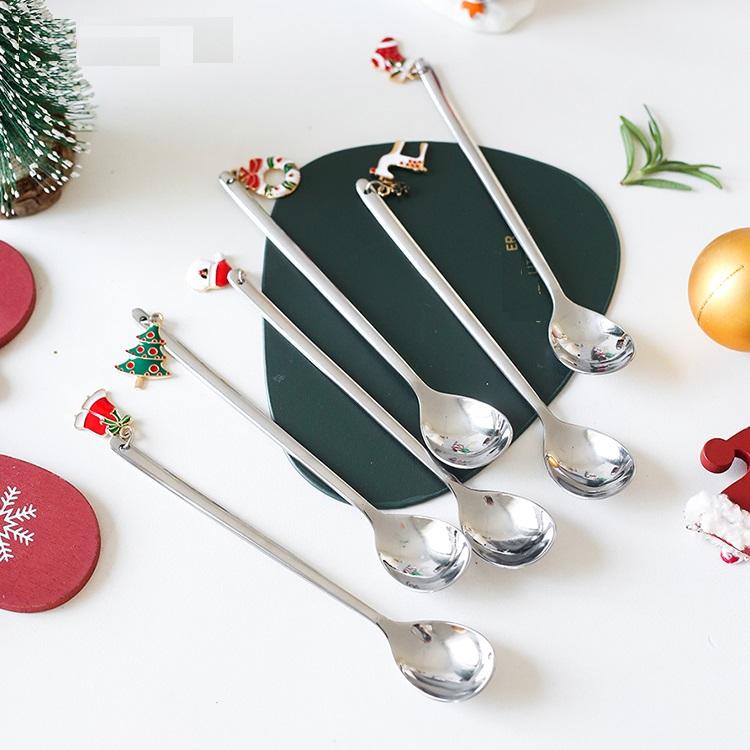 Set 6 lingurite culoare argintie cu motive de Craciun cutie cadou