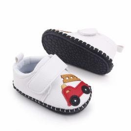 Pantofiori albi pentru baietei - masinuta (marime disponibila: 6-12 luni...