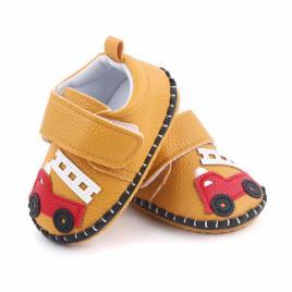 Pantofiori maro pentru baietei - masinuta (marime disponibila: 3-6 luni...