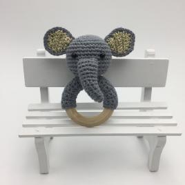 Jucarie dentitie bebelusi, inel gingival din lemn cu cap de elefantel crosetat manual din bumbac nonalergenic