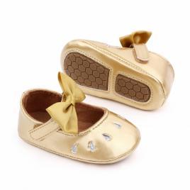 Pantofiori aurii din lac cu puncte argintii (marime disponibila: 12-18 luni...